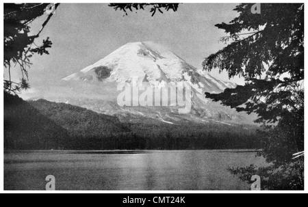 1924 Mount Saint Helens Washington Majestic Peak view from Spirit Lake - Stock Photo