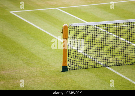 Detail of a tennis net and post on a grass court - Stock Photo