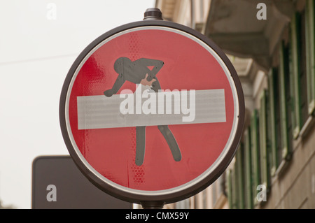 An Italian 'No entry' road with an arty graphic added to it - Stock Photo