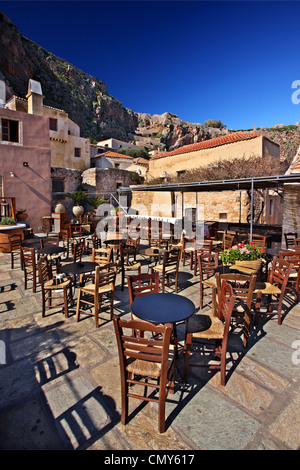 Picturesque café in the medieval 'castletown' of Monemvasia, Lakonia, Peloponnese, Greece. - Stock Photo