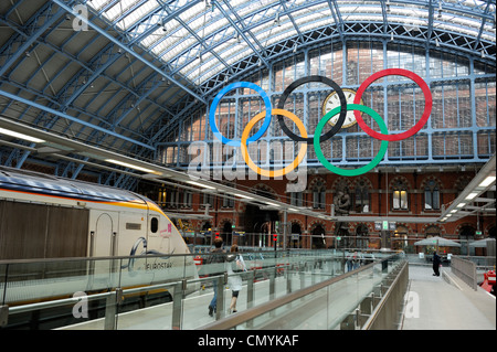 United Kingdom, London, St. Pancras station, Eurostar train and tcouple on the platform with the symbol of the Olympic - Stock Photo
