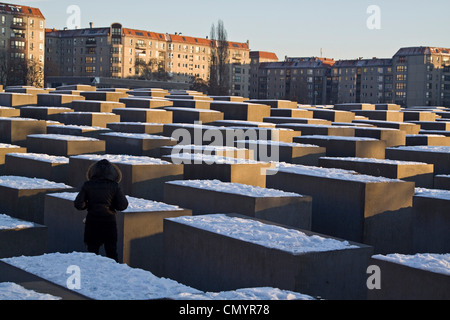Berlin Holocaust Memorial in winter, Beton stelen by architect Peter Eisenmann - Stock Photo