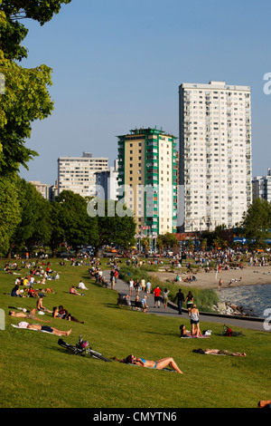 English bay, Westend, young people relaxing, Promenade, Vancouver City, Canada, North America - Stock Photo