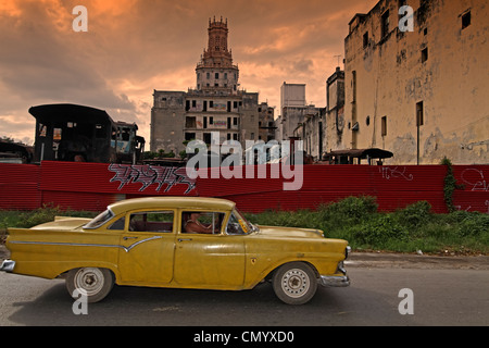 Oldtimer in Havanna, Cuba, Greater Antilles, Antilles, Carribean, West Indies, Central America, North America, America - Stock Photo