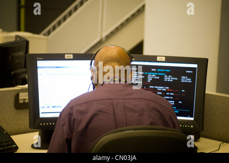 Operators in the 311 non-emergency hotline call center on Thursday, November 5, 2009. (© Richard B. Levine) - Stock Photo