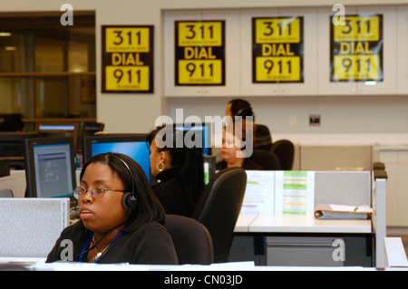 Operators take calls in the New York 311 Calling Center on January 10, 2004. (© Frances M. Roberts) - Stock Photo