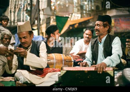Qawwali musicians during annual Urs (death anniversary )of auliya(saint Nizamuddin  at Delhi Hazrat Nizamuddin dargah - Stock Photo