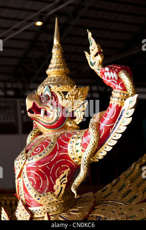 In the National Museum of Royal Barges, the figurehead of a red Garuda (Bangkok - Thailand). Figure de proue d'un - Stock Photo