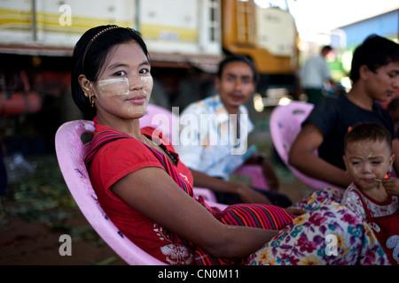 Portrait of Burmese woman in Thirimingalar fresh produce market, Yangon (Rangoon), Myanmar (Burma) - Stock Photo