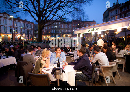 Place saint georges in toulouse france stock photo for Restaurant le miroir toulouse
