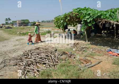 Woman and child in the fishing village of Sait Kha Lay. irrawaddy delta. Myanmar. - Stock Photo