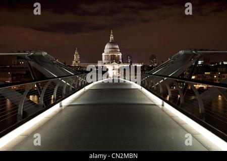 Millennium Bridge towards St Paul's Cathedral, London, UK - Stock Photo