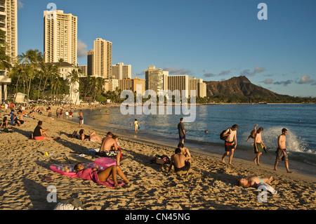Elk284-1525 Hawaii, Oahu, Honolulu, Waikiki Beach - Stock Photo