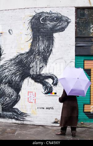 United Kingdom, London, Hackney, Shoreditch, animal graffiti by Belgian artist Roa - Stock Photo