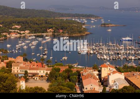 France, Var, iles d'Hyeres, Parc National de Port Cros (National Park of Port Cros), ile de Porquerolles, the village - Stock Photo