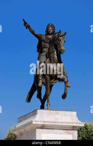 France, Herault, Montpellier, historical center, Place du Peyrou (Peyrou Square), Louis XIV statue - Stock Photo