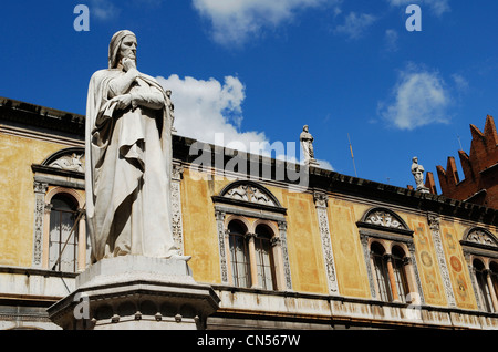 Italy, Veneto, Verona, listed as World Heritage by UNESCO, Piazza dei Signori, Dante Alighieri monument - Stock Photo