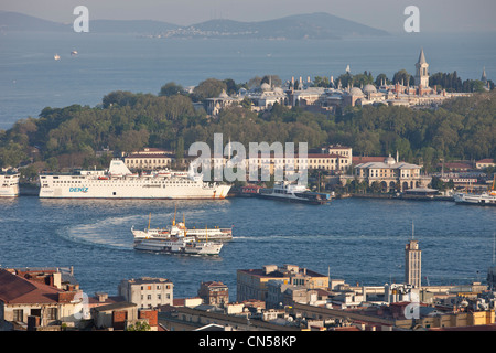 Turkey, Istanbul, the tip of the Golden Horn with Topkapi Palace - Stock Photo