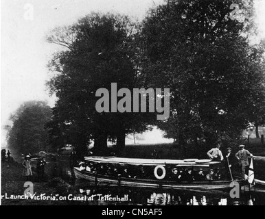 Launch on Staffordshire and Worcestershire Canal, Tettenhall, early 20th century. - Stock Photo
