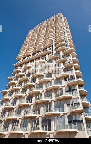 Israel, Tel Aviv, Neve Tzedek district, Neve Tzedek Tower by architect Zvi Gabay - Stock Photo