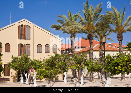 Israel, Tel Aviv, Neve Tzedek district, Suzanne Dellal Plaza - Stock Photo