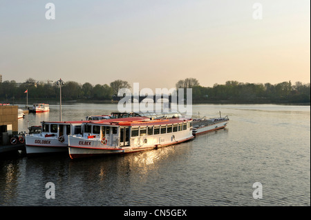 Germany, Hamburg, European Green Capital 2011, view over the Inner Alster lake to the Jungerfernstieg district with - Stock Photo