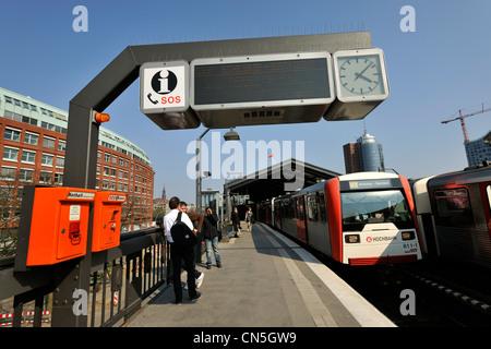 Germany, Hamburg, European Green Capital 2011, tram station Baumwall - Stock Photo