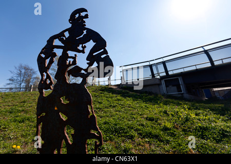 A sculpture of Tottenham & England footballer Ledley King near Meath Bridge, Mile End Park, by the Regent's Canal, - Stock Photo
