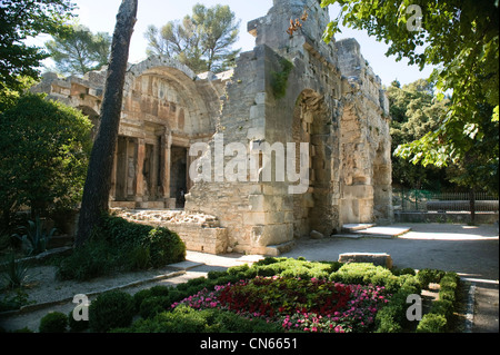 Temple of diana nimes france stock photo royalty free image 66180534 alamy - Jardin de la fontaine nimes limoges ...
