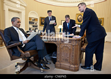 President Barack Obama meets with Chief of Staff Jack Lew, Gene Sperling, Director of the National Economic Council, - Stock Photo
