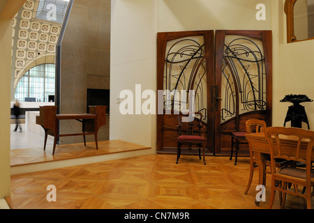 France, Paris, the Orsay Museum, Art Nouveau hall, double door from the storefront Coutolleau in Angers by Hector - Stock Photo
