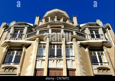 France, Paris, 18 Rue Henri Heine building in Art Nouveau (end of period) style by Hector Guimard - Stock Photo