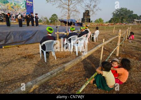 Pa Oh minority couple during the yearly Kakku pagoda festival. Kakku. Shan State. Myanmar. - Stock Photo