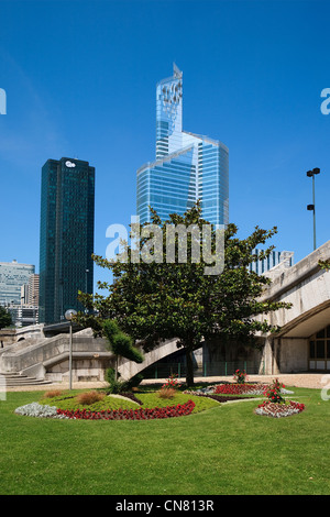 France, Hauts de Seine, Neuilly sur Seine, view over La Defense district, the First building also called CB31, the - Stock Photo