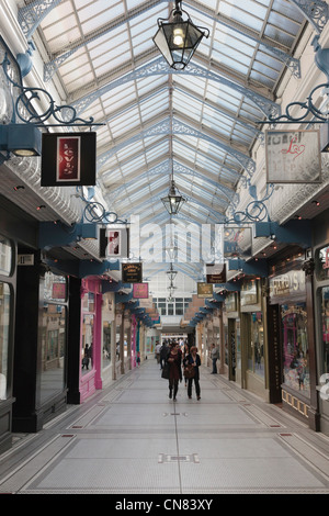Leeds, West Yorkshire, England, UK. Small traditional shops in Queens Arcade in the shopping centre - Stock Photo
