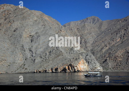 Dhau in den Buchten von Musandam, Shimm-Meerenge, in der omanischen Enklave Musandam, Oman - Stock Photo