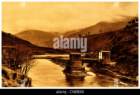 First published 1914 Angdu Pho Dong Bridge Bhutan stronghold river - Stock Photo