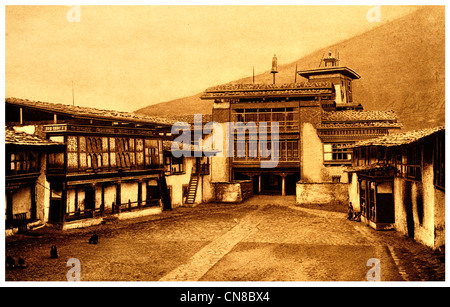 First published 1914 Angdu Pho Dong Castle Bhutan stronghold - Stock Photo