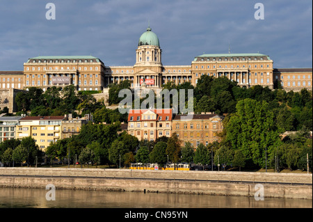Hungary, Budapest, the Danube river and the Buda Hill (or Castle Hill) with the Royal Palace listed World Heritage - Stock Photo