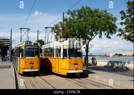 Hungary, Budapest, yellow tramways along the Danube riverbanks listed as World Heritage by UNESCO - Stock Photo