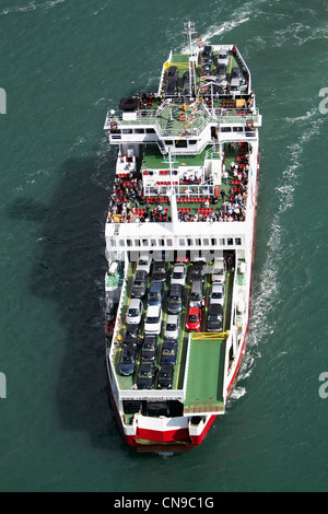 United Kingdom, Hampshire, Isle of Wight, Cowes, ferry across the Solent (aerial view) - Stock Photo