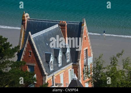 France, Cotes d'Armor, Perros Guirec, Villas and Beach Trestaou - Stock Photo