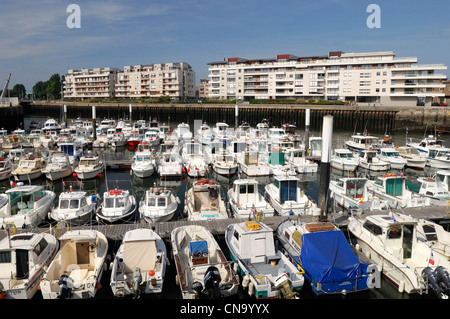 France, Nord, Dunkirk, boats in the marina of Dunkirk - Stock Photo