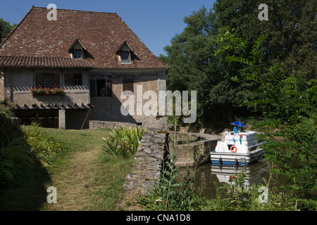 France, Lot, Saint Cirq Lapopie, the Lot Valley in the lock, Lock House, labeled The Most Beautiful Villages of - Stock Photo
