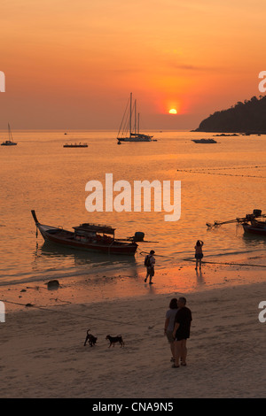 Sunset view from sunset beach on Koh Lipe island, Thailand - Stock Photo