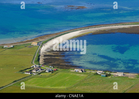 United Kingdom, Scotland, Orkney Islands, Island of Hoy, narrow causeway over the sandbank which was known as the - Stock Photo