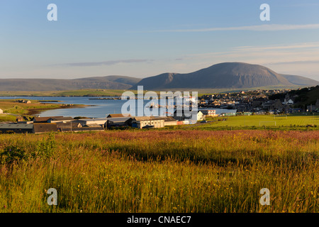 United Kingdom, Scotland, Orkney Islands, Mainland Island, Stromness Harbour in front of Ward Hill on Hoy that is - Stock Photo