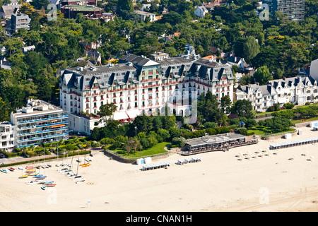 France, Loire-Atlantique, La Baule, L'Hermitage hotel (aerial photography) - Stock Photo