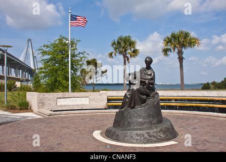 War memorial, Mt Pleasant, South Carolina - Stock Photo
