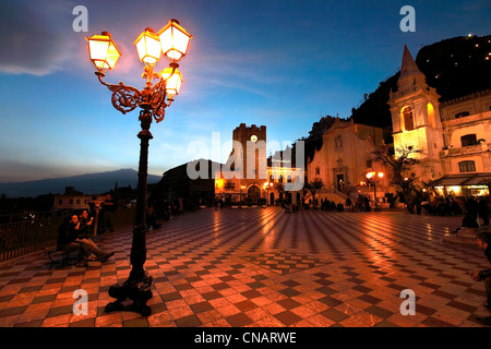 Italy, Sicily, Taormina, Piazza IX Aprile with the church of San Giuseppe - Stock Photo